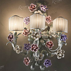 3 light applique with porcelain rose-shaped ornaments